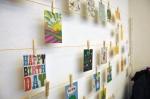 Postkarten mit selbst erdachter Aufhängungskonstruktion