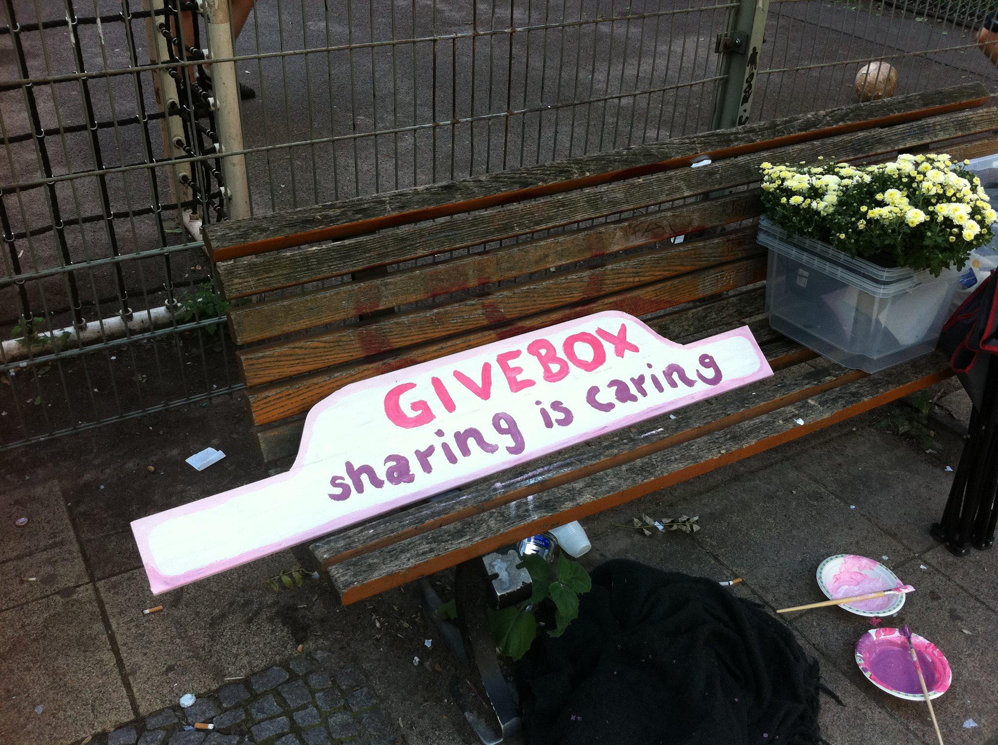 givebox sharing is caring in kreuzberg sch ner w. Black Bedroom Furniture Sets. Home Design Ideas